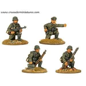 World War II German MG34 Team & Command Kneeling (4) Toys & Games