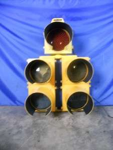 LED TRAFFIC LIGHT SIGNAL ALUMINUM 11 5 LIGHTS APPROX. 52 HIGH GAME