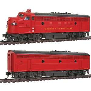 Walthers PROTO 2000 HO Scale Diesel EMD F7A B Set Powered